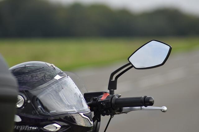 motorcycle helmet law image